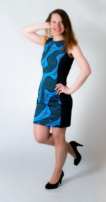 Dámské šaty Baronesa - Energizující proudy modré z boku