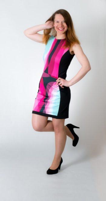 Dámské šaty Baronesa - Růžový tangens z boku